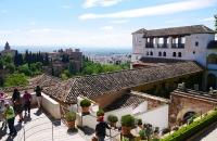 Blick auf die Generalife Garatenanlage und Granada