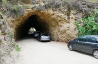 Sogar im Tunnel parkten die Autos