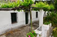 Altes Haus nahe Staumauer
