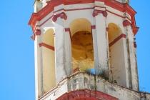 Am Kirchturm von Olvera wächst das Gras