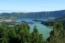 Ausblick vom Vista do Rei auf die beiden Kraterseen