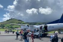 Am Flughafen von Santa Cruz auf der Insel Flores
