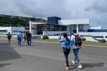 Auf dem Weg zum Flughafengebäude