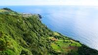 Blick auf die Steilküste und Santa Cruz