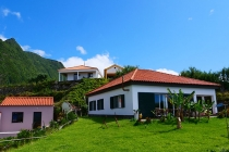 Schöne Wohnhäuser in Faja Grande