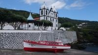 Die Kirche von Calheta de Nesquim direkt am Hafen
