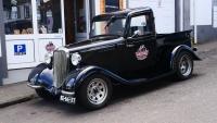 Alter Ford Pickup als Werbung für ein Souvenirshop
