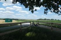 Schattiger Fahrrad Rastplatz zwischen Schönkirchen-Reyersdorf und Prottes