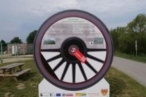 Hinweistafel für die Dampfross und Drahtesel Route nahe Gerasdorf