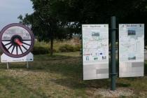 Hinweistafeln beim Rastplatz nahe Hagenbrunn