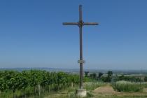 Kreuz auf der Anhöhe zwischen Weingärten