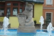 Bärenbrunnen am Hauptplatz von Matzen