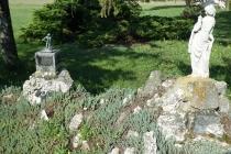 Kleine Figuren der OMV nahe Schönkirchen-Reyersdorf