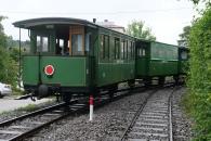 Die Chiemsee-Bahn verschwindet hinter der Kurve