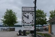 Alter Zuganzeiger am Hafen von Prien am Chiemsee