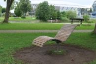 Entspannungsliege im Park vom Chiemsee